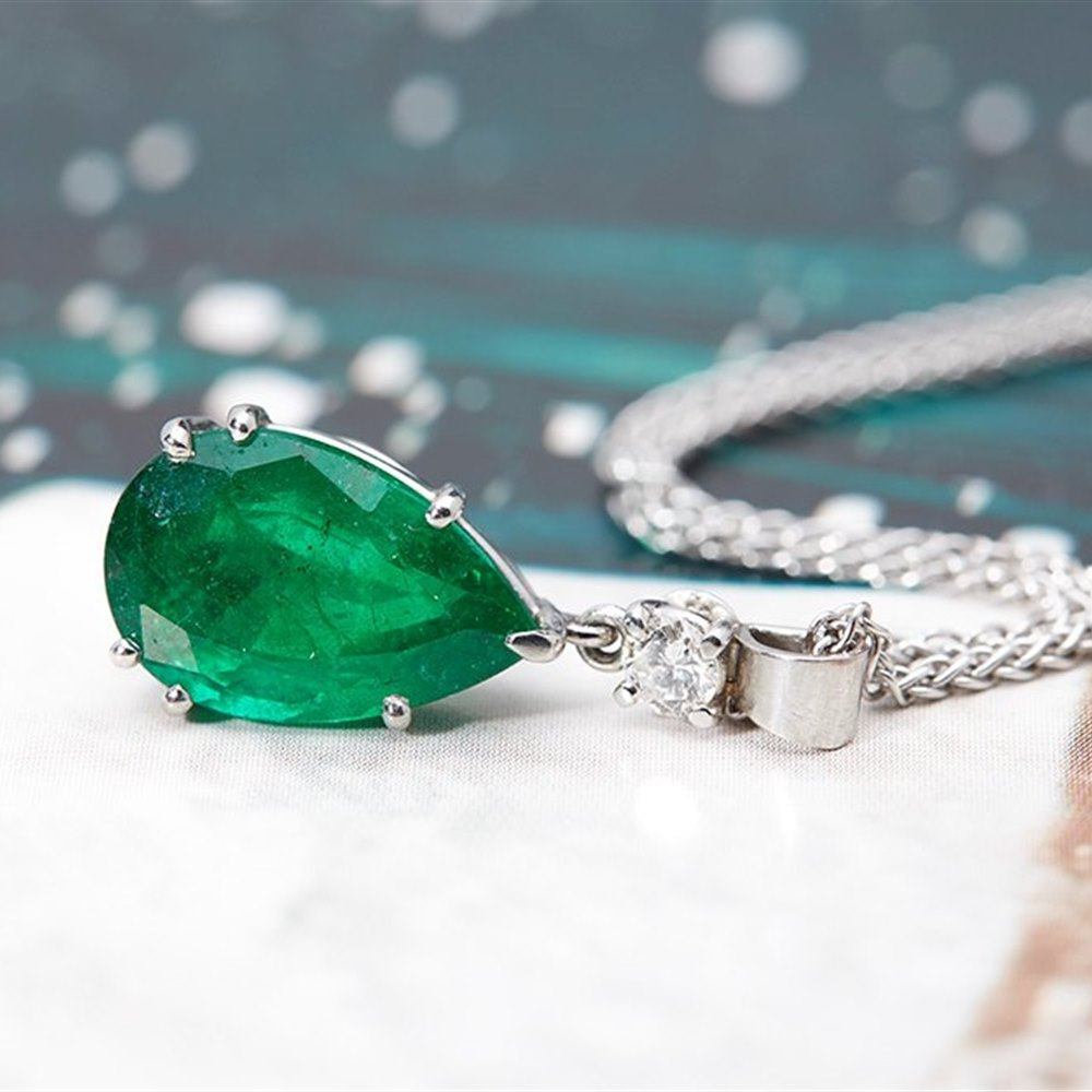 18k White Gold 18K White Gold 3.80cts Colombian Emerald & 0.20cts Diamond Pendant Necklace