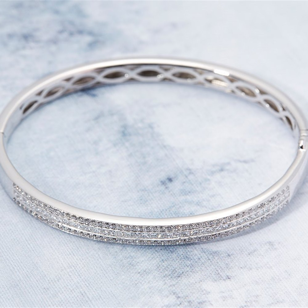 18k White Gold 18k White Gold 3.50ct Baguette & Round Brilliant Cut Diamond Bangle