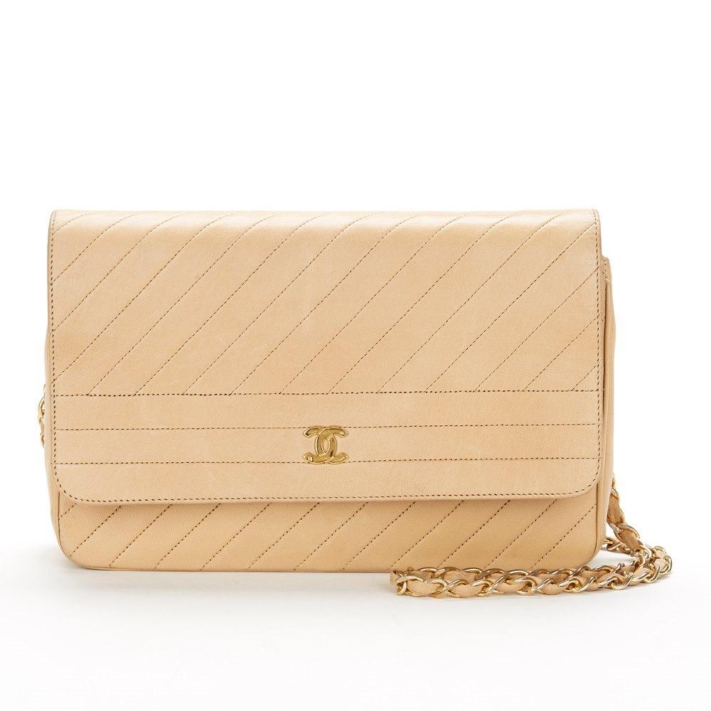 bc052f5f3c1d93 Chanel Single Flap Bag 1990's HB022 | Second Hand Handbags | Xupes