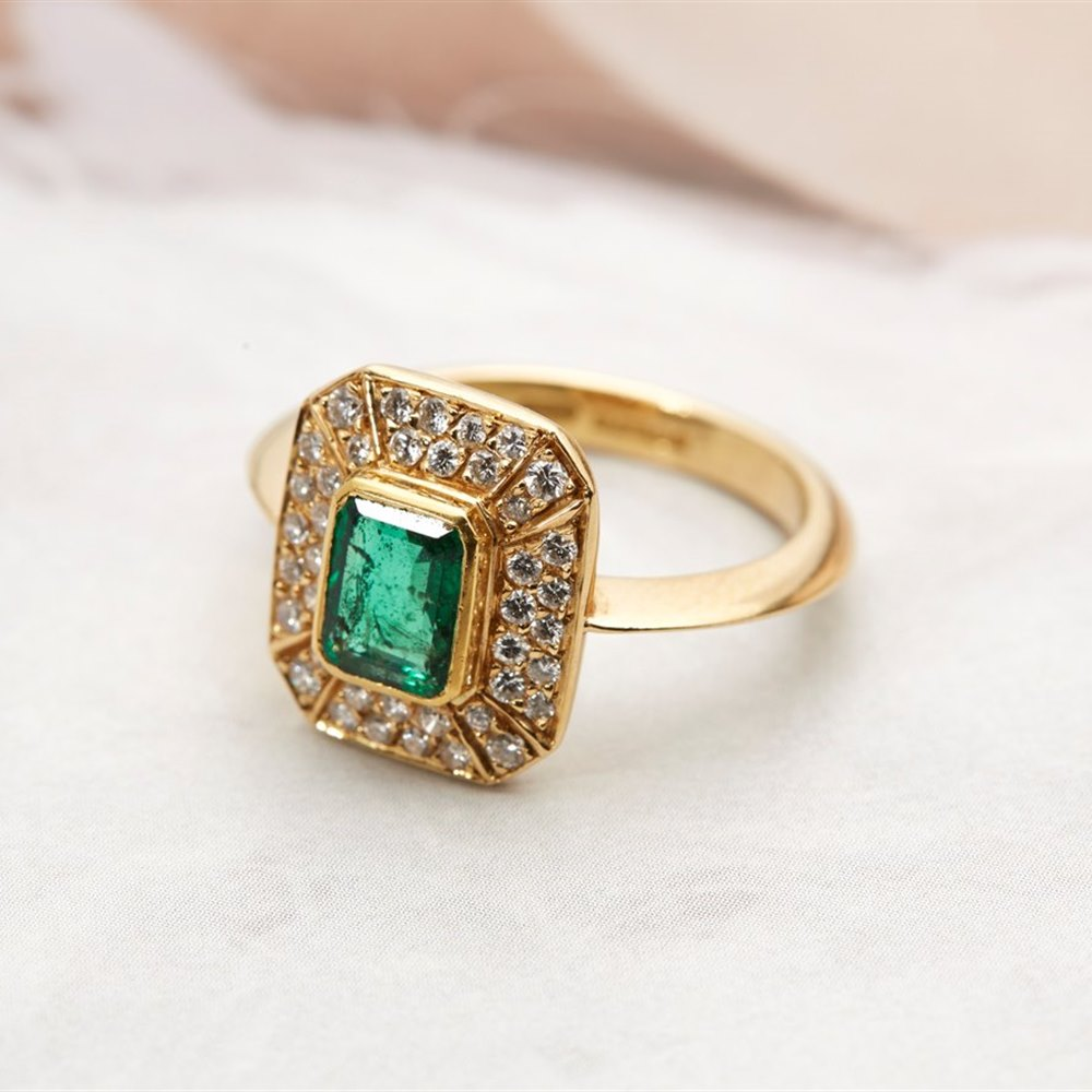 18k Yellow Gold - total weight 5.07 grams 18k Yellow Gold 0.80ct Emerald & 0.80ct Diamond Ring