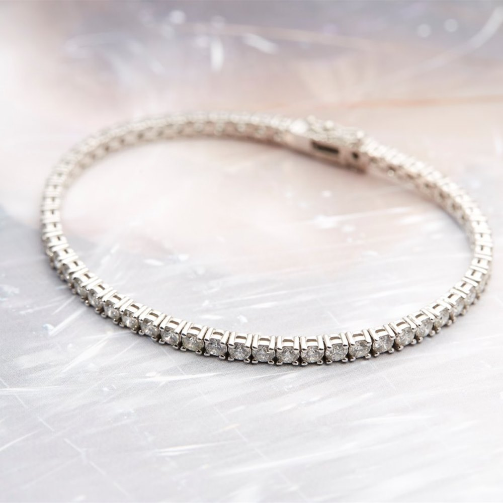 18k White Gold - total weight 14.15 grams 18k White Gold 6.45ct Diamond Tennis Bracelet
