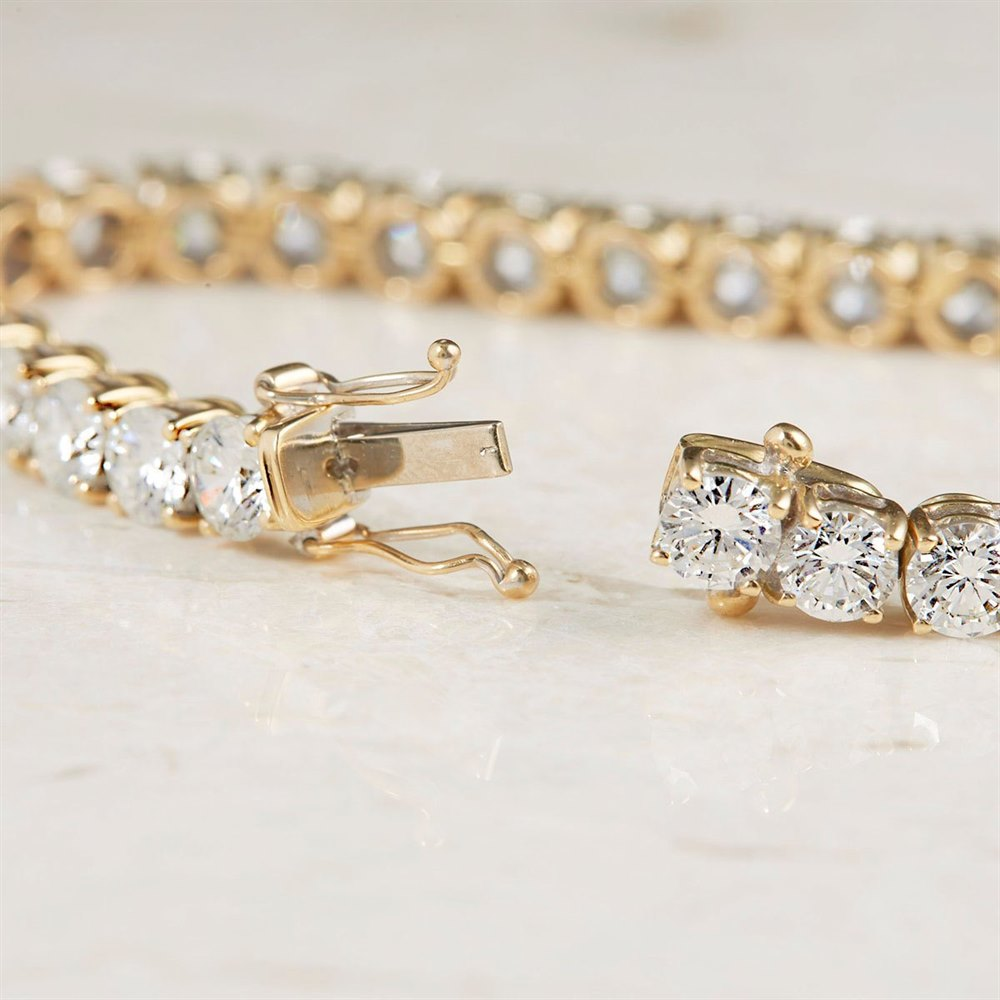 18k Yellow Gold - total weight 20.35 grams  18k Yellow Gold 13.00ct Diamond Tennis Bracelet