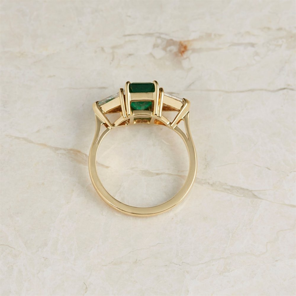 18k Yellow Gold - total weight 4.42 grams 18k Yellow Gold 1.25ct Emerald & 1.00ct Diamond Ring