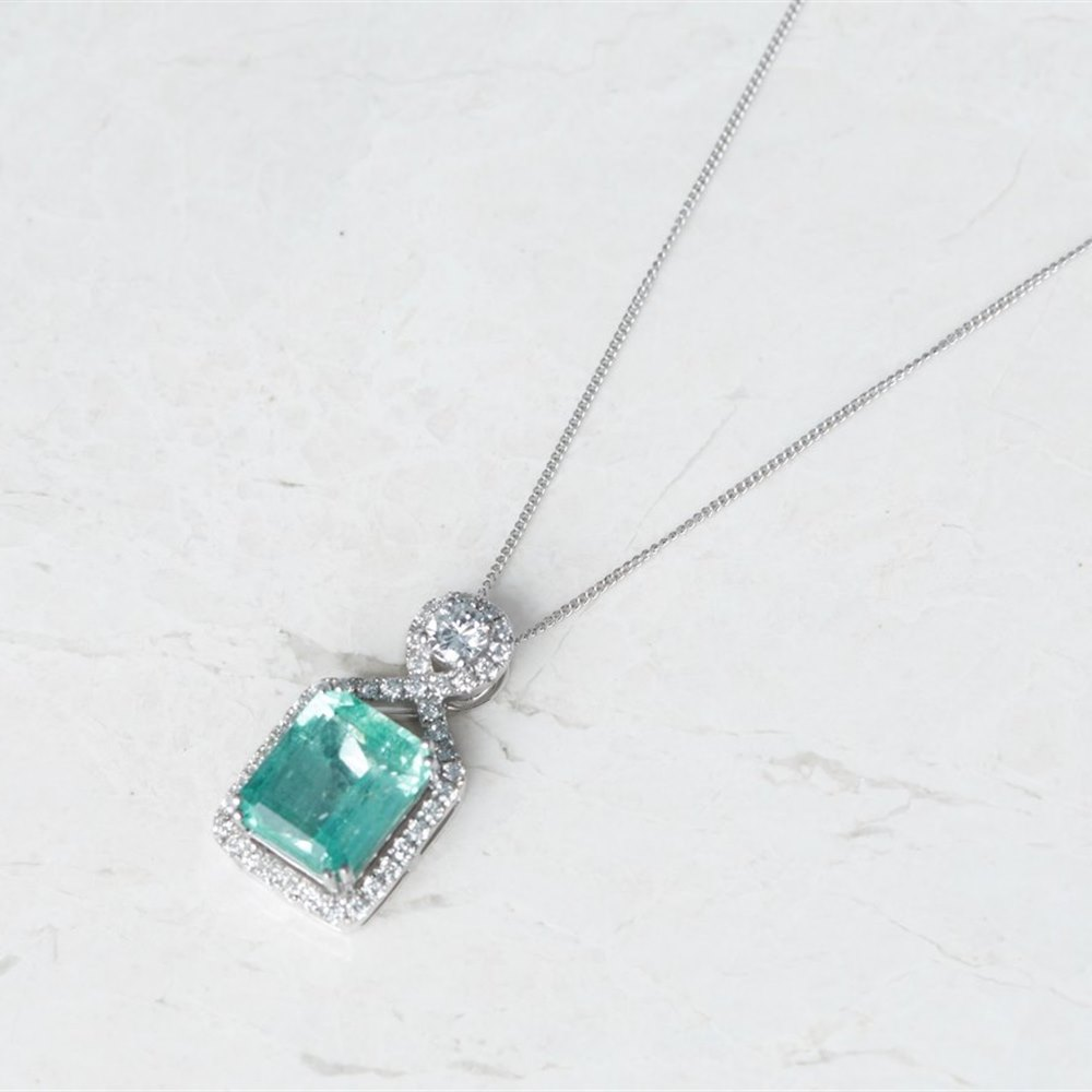 18k White Gold - total weight 8.25 grams  18k White Gold 5.00ct Colombian Emerald & 0.66ct Diamond Necklace