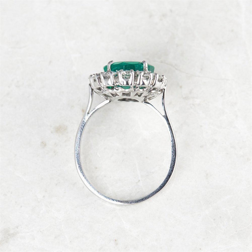18k White Gold, total weight - 6.0 grams 18k White Gold 4.60ct Colombian Emerald & 2.00ct Diamond Ring
