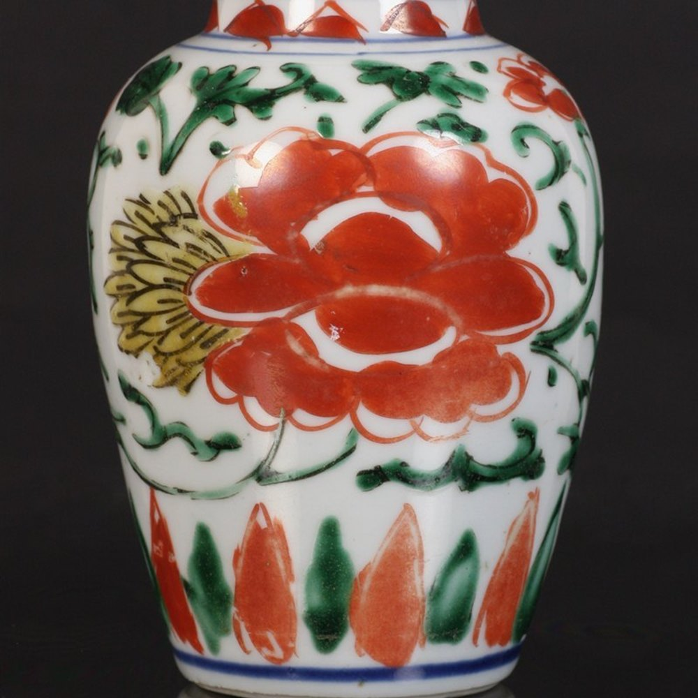 Transitional Wucai Lidded Jar Ming, Wucai period dating from around 1650