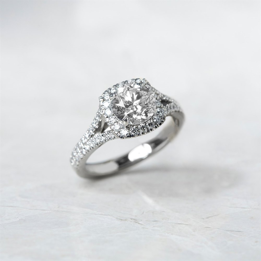 Platinum, total weight - 6.74 grams Platinum Round Brilliant Cut 1.42ct Diamond Ring