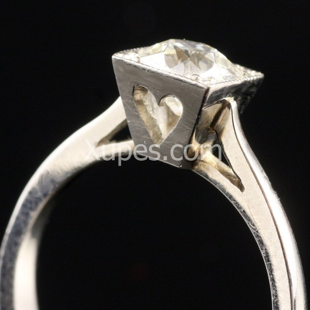 Platinum  Beautiful Platinum Art Deco Solitaire Diamond Ring