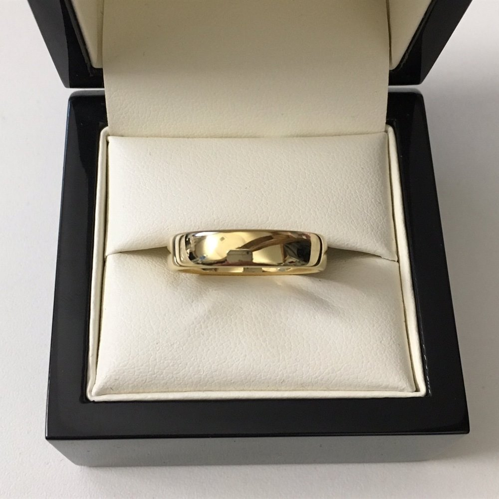 18k Yellow Gold, total weight - 5.98 grams 18k Yellow Gold Plain Tiffany & Co. Lucida Style 5mm Wedding Band