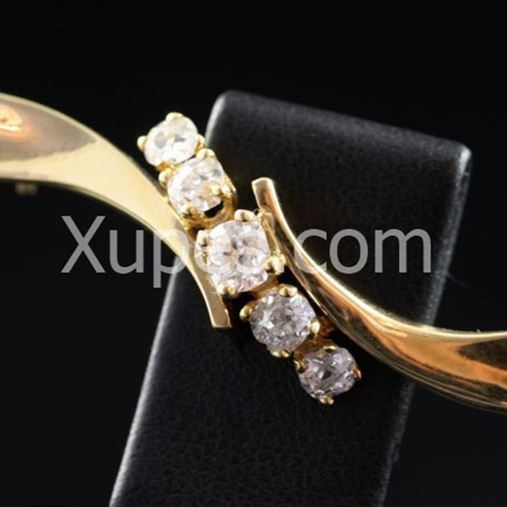 18k Yellow Gold 1910 18K Yellow Gold 5 Diamond Brooch