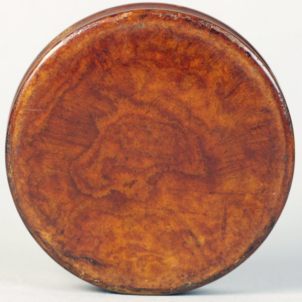 HAND PAINTED WALNUT SNUFF BOX Early 19th century