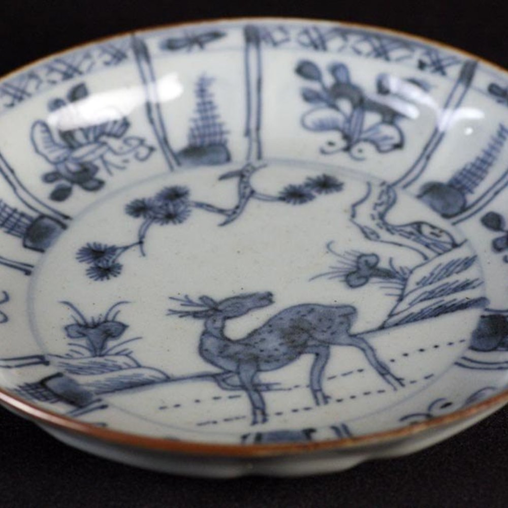 Fine Antique Chinese Kangxi Saucer Dish with Deer 1662-1722