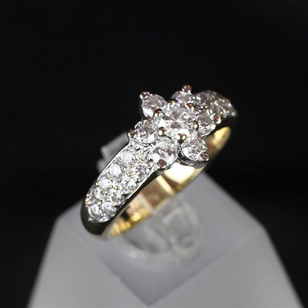 18ct Yellow Gold 18ct Yellow Gold & Diamond Cluster Ring