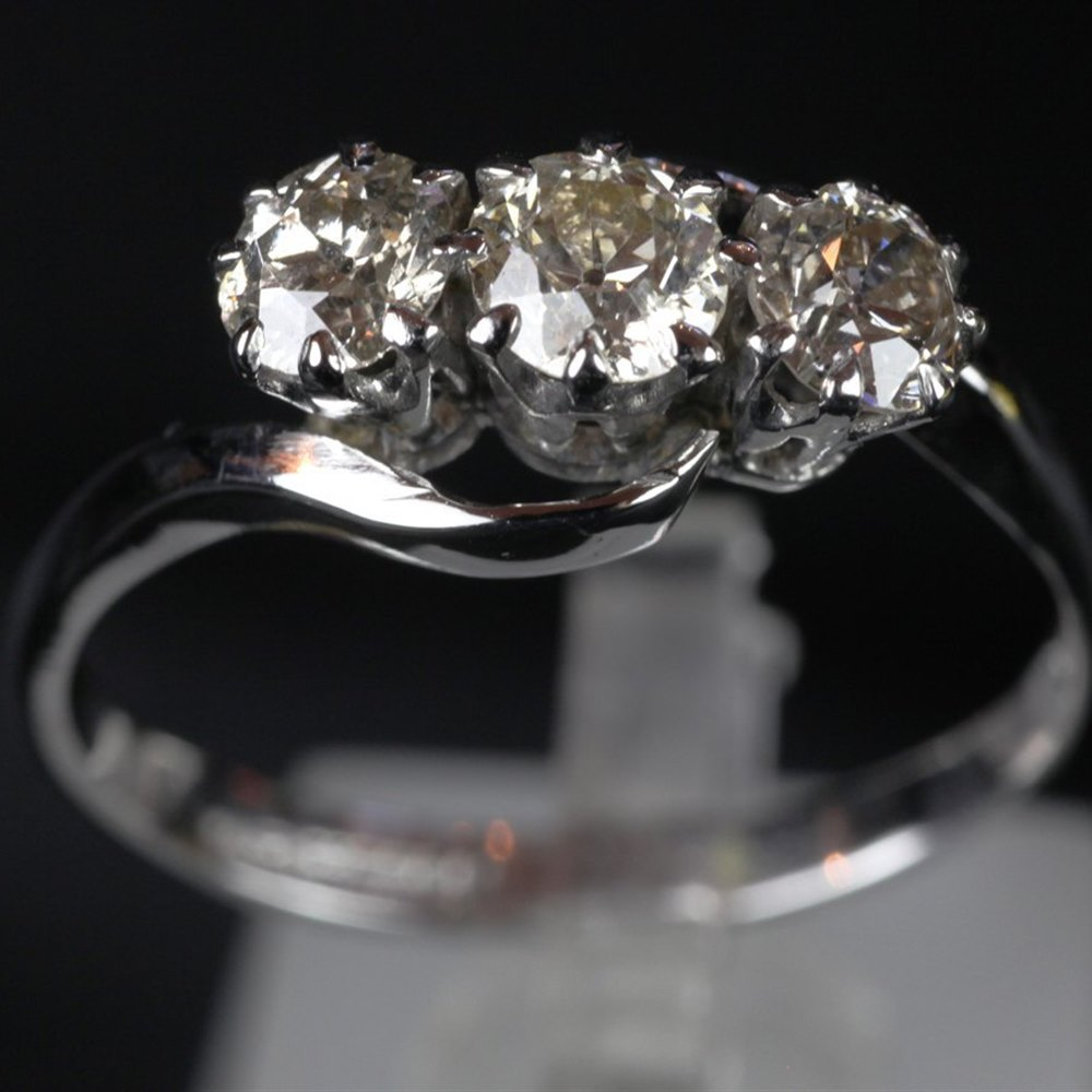 stone and from rings chisholm diamond dsc hunter diamonds description trilogy image