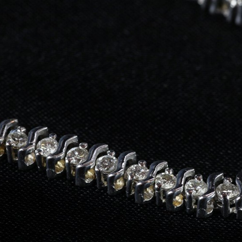 14ct White Gold  14ct White Gold Diamond Tennis Style Bracelet