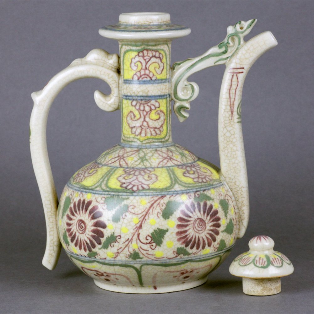 CRACQUEL GLAZE MING STYLE EWER Believed early 20th Century or possibly earlier