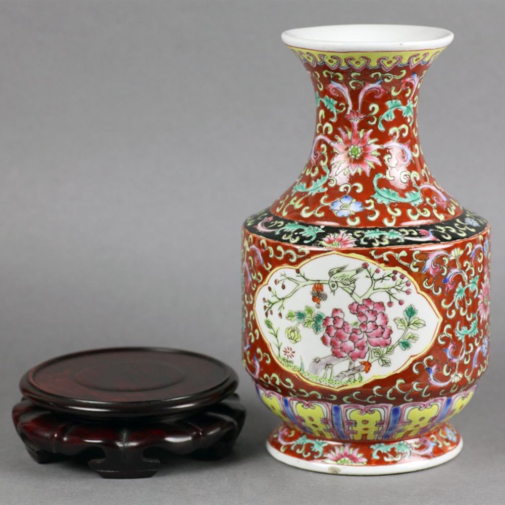 Stunning Chinese Republic Period Porcelain Vase Early 20th C.