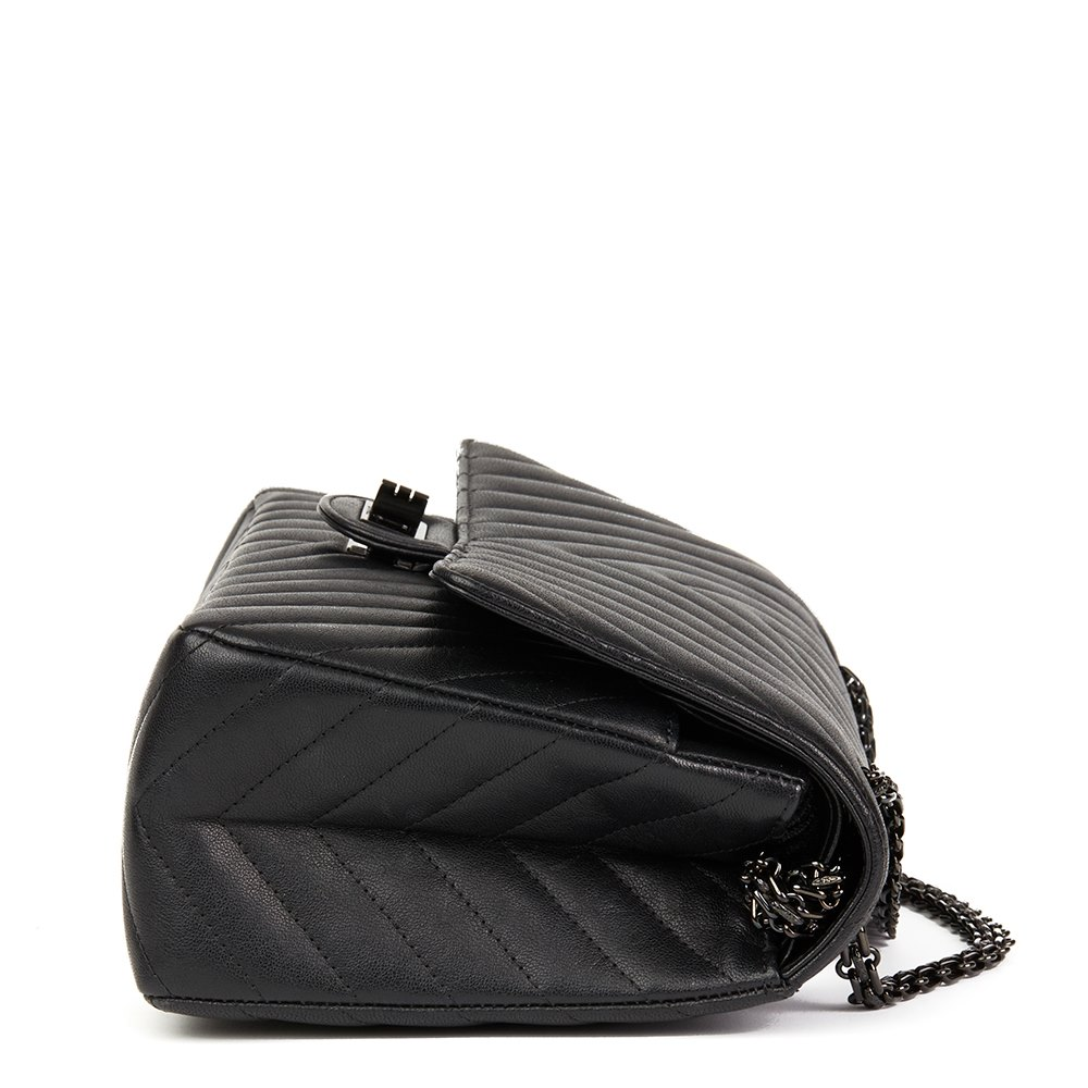 d8eff7b0b9c2 Chanel Black Chevron Quilted Calfskin Leather SO Black 2.55 Reissue 226  Double Flap Bag