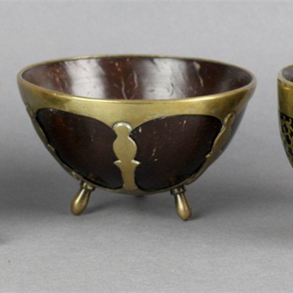 THREE GEORGIAN COCONUT CUPS Early 19th Century