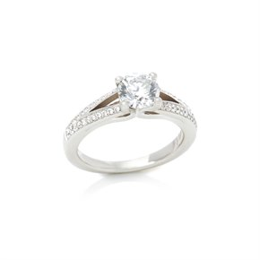 Platinum Round Brilliant Cut 0.82ct Diamond Engagement Ring