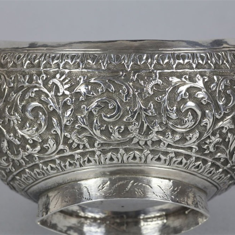 INDIAN SILVER BOWL WITH SNARLING BEAST HANDLES Early 19th Century