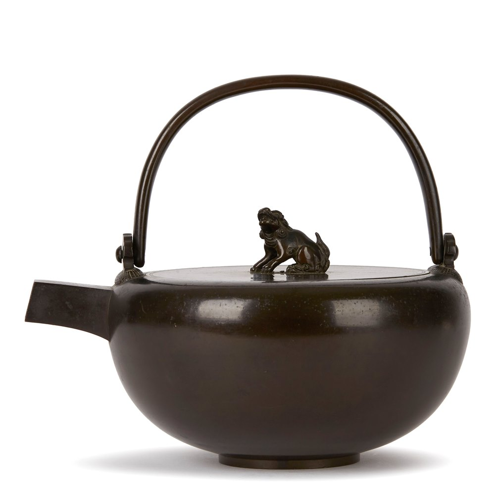 ANTIQUE JAPANESE BRONZE KETTLE 19/20TH C. Believed Meiji, 1868 - 1912