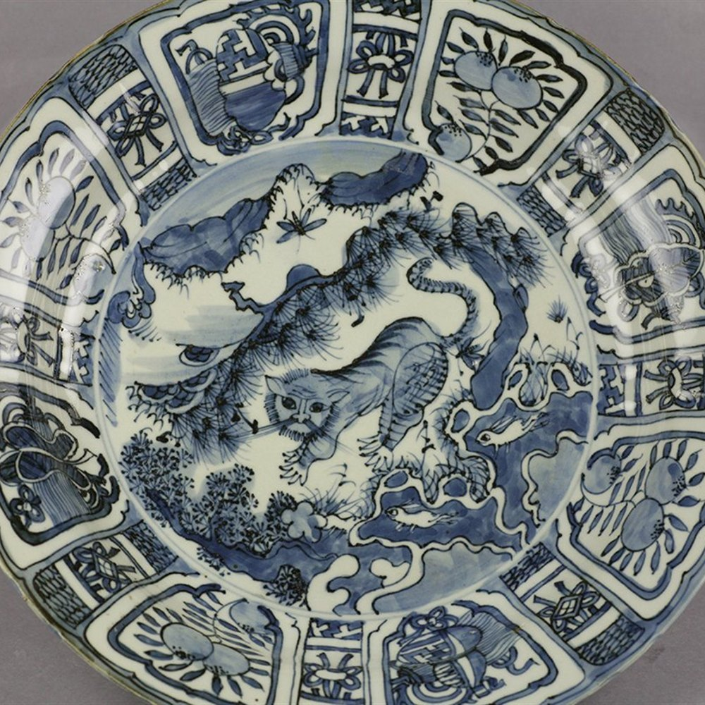 TIGER WANLI KRAAK DISH The dish dates from the Wanli reign around 1600