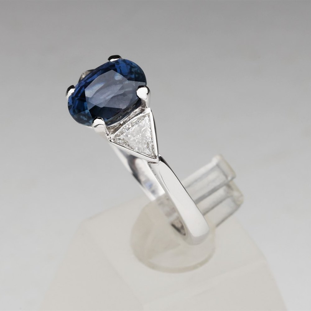 Platinum Platinum 3.22 cts VS Diamond & Colour Change Sapphire Ring Cerified