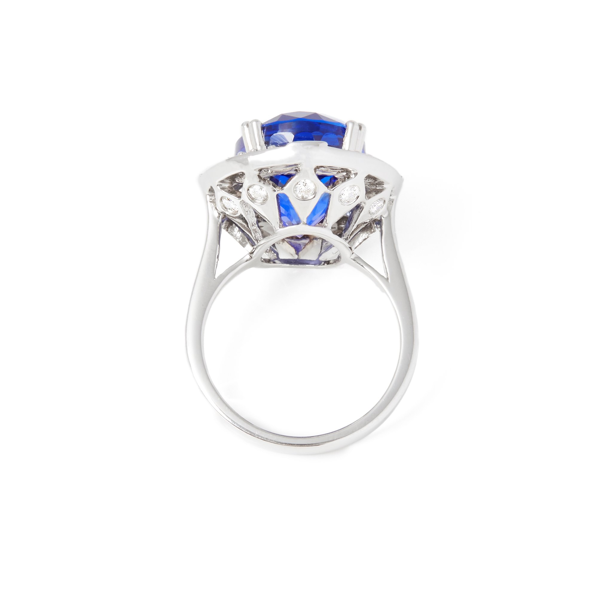 David Jerome Certified 14.35ct Oval Cut Tanzanite and Diamond 18ct Gold Ring