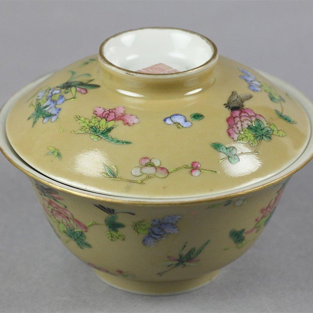 CAFÉ AU LAIT FLORAL COVERED BOWL Dates from the Daoguang reign 1821-50