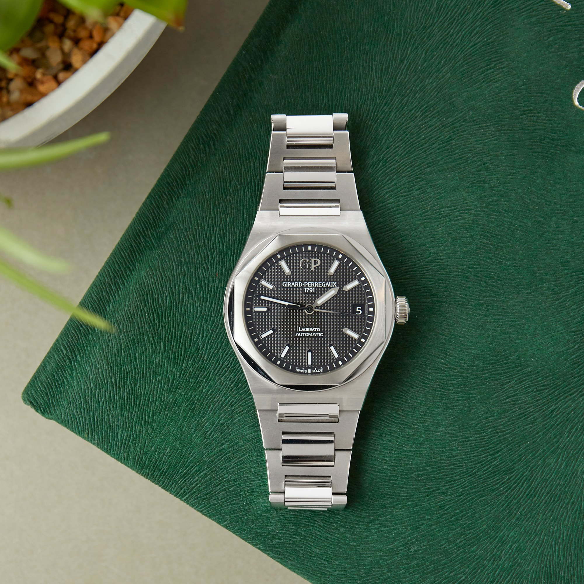 Girard Perregaux Laureato Stainless Steel 81010-11-634-11A