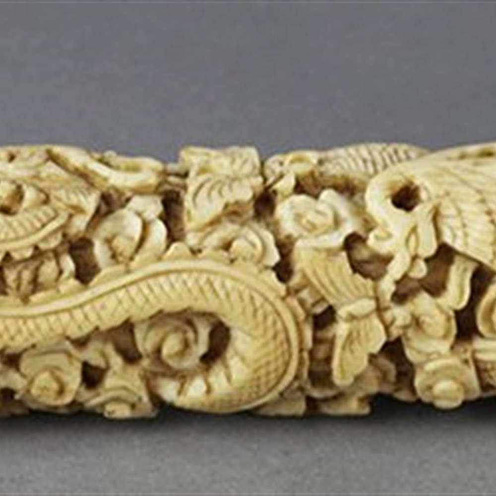 CHINESE CARVED BODKIN CASE Dates from the 19th Century