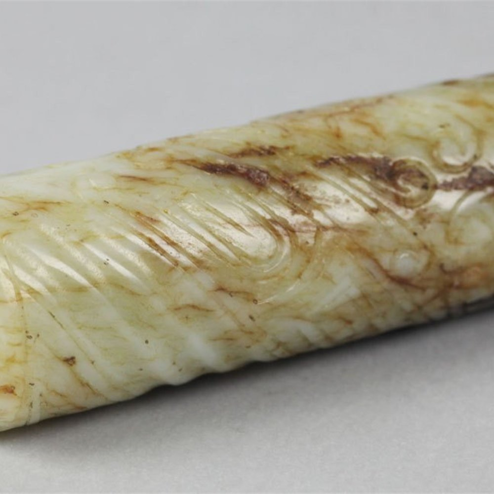 QING DYNASTY CARVED JADE BEAD Dates from the Qing Dynasty 19th century