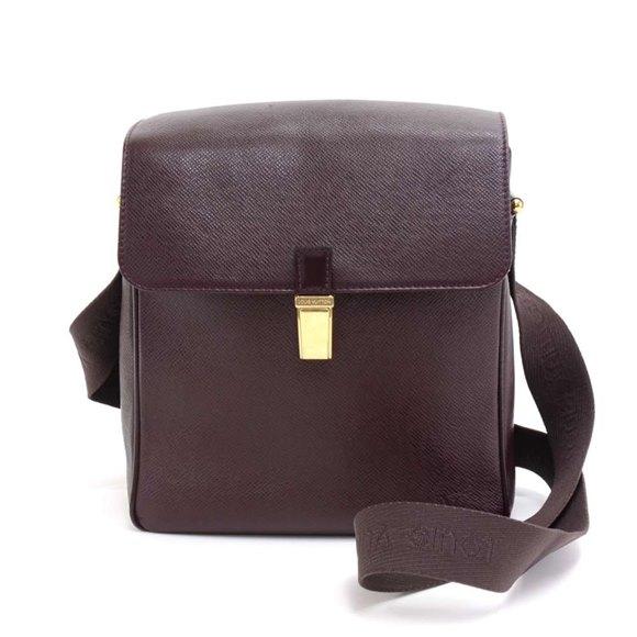 Louis Vuitton Burgundy Taiga Leather Yaranga