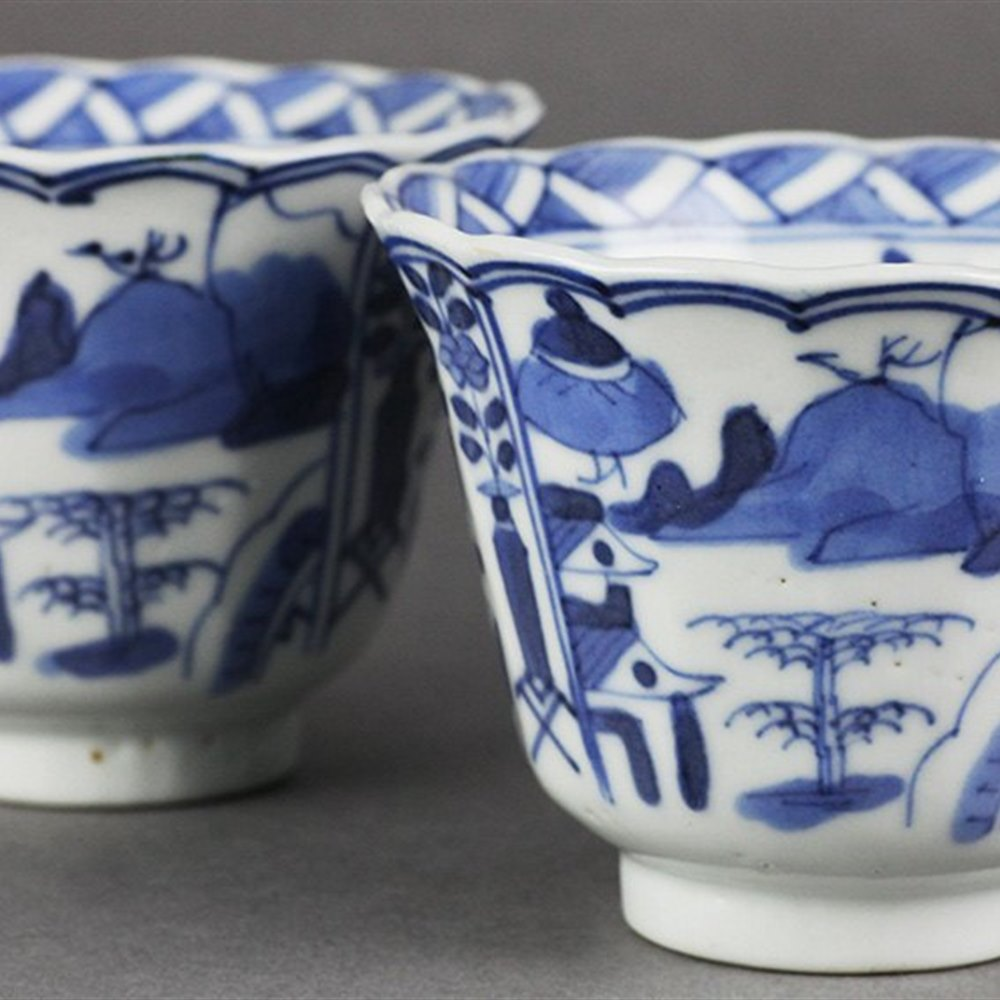 PAIR KANGXI PORCELAIN BEAKERS Dates from the Kangxi reign 1662-1722