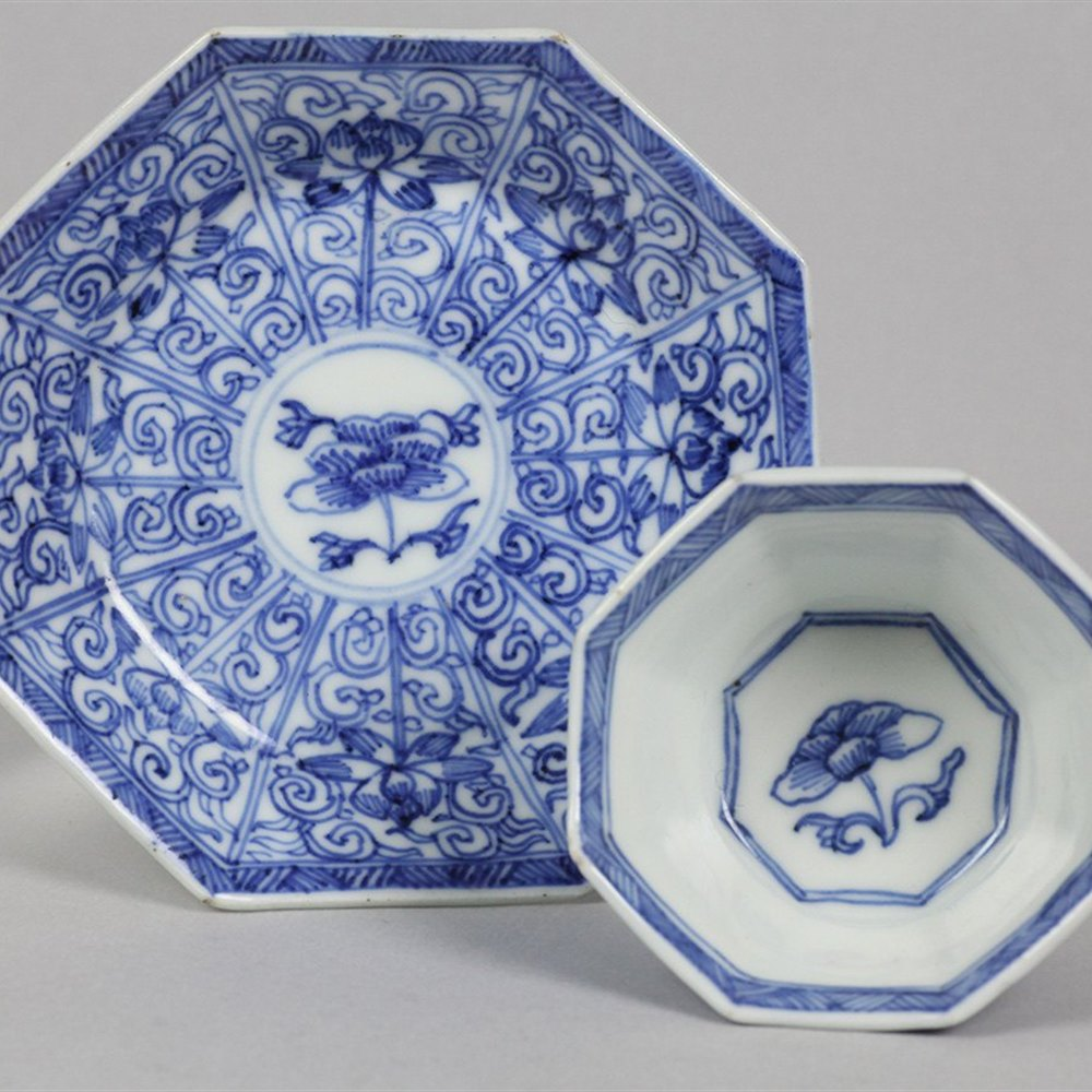 KANGXI FLORAL TEABOWL & SAUCER Dates from the Kangxi reign 1662-1722
