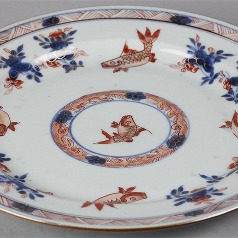 QIANLONG IMARI PLATE WITH FISH Believed to date from the Qianlong period 1736-95