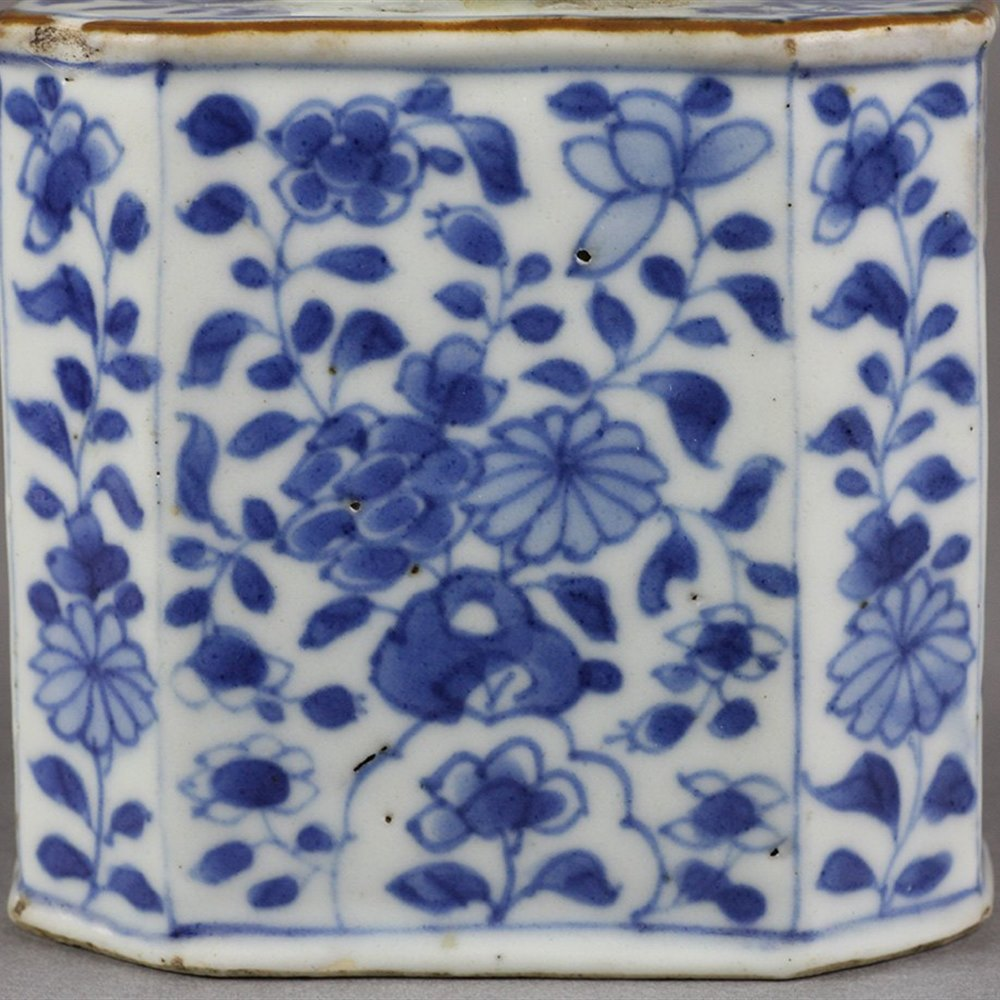 Fine Antique Chinese Kangxi Blue & White Floral Design Tepoy 1662 - 1722