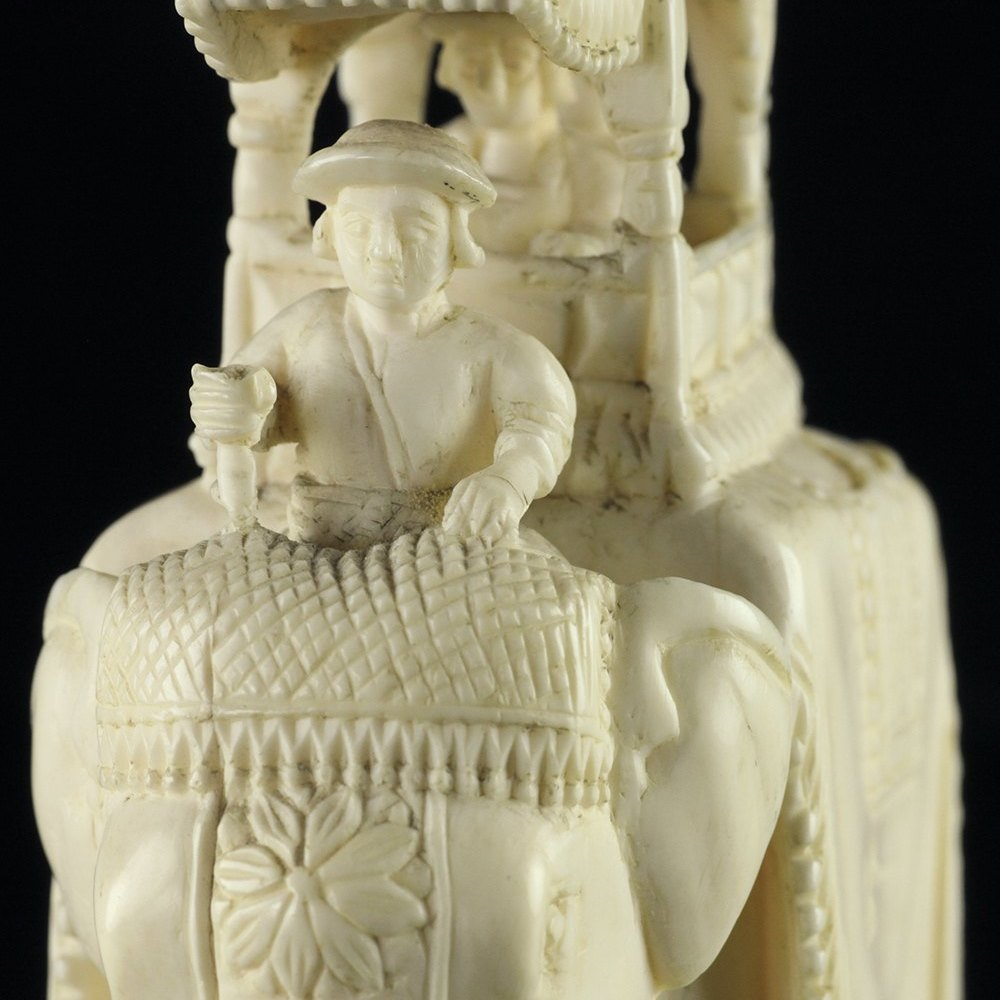 INDIAN HOWDAH IVORY ELEPHANT Dates from the 19th Century