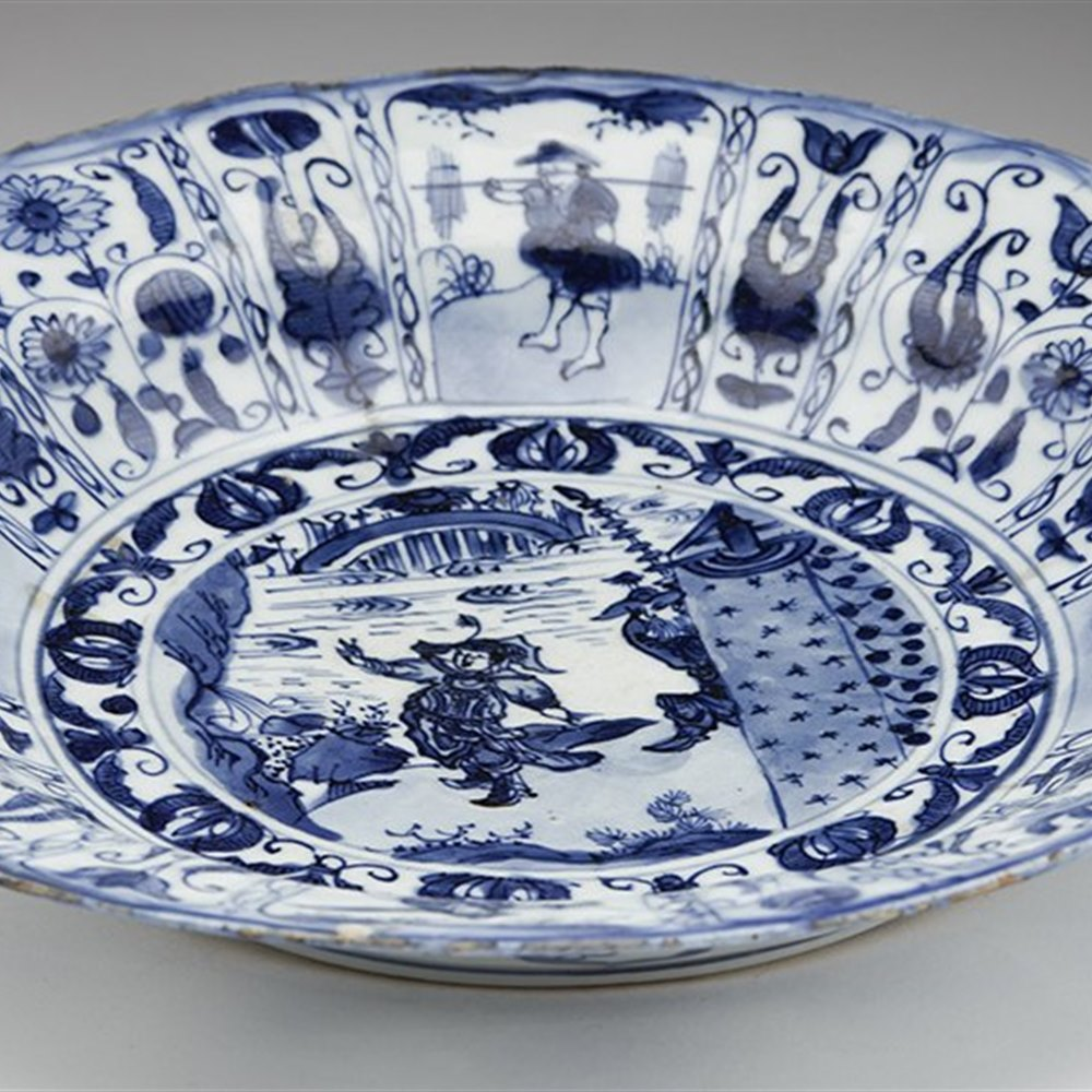 MING KRAAK DISH c.1640 Dates from the Ming Dynasty circa 1640