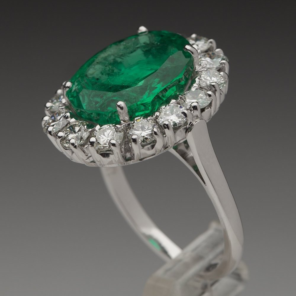 18K White Gold  18K White Gold 6.60 cts Emerald & Diamond Ring
