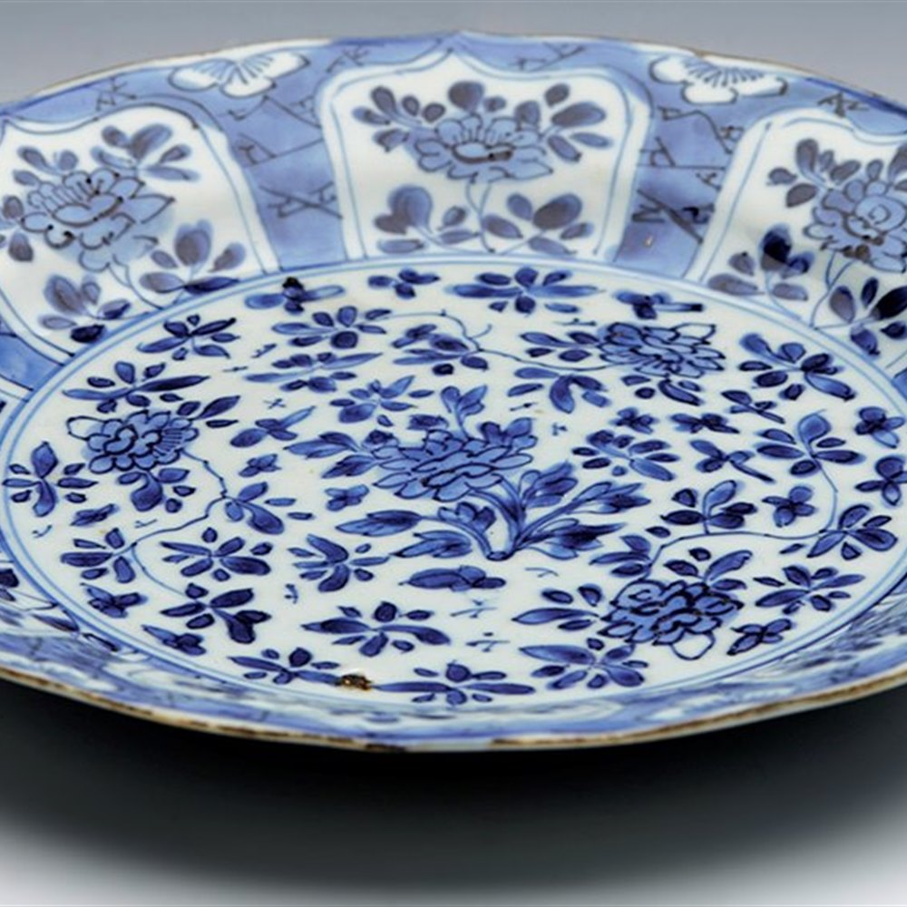 CHINESE FLORAL PLATE 1662-1722 Kangxi reign 1662 to 1722