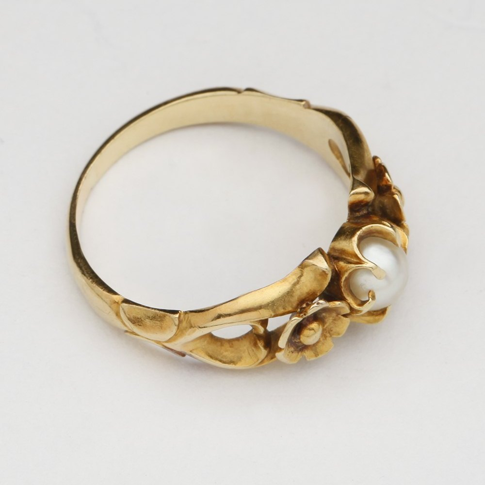9k Yellow Gold  9k Yellow Gold Sea Pearl Floral Ring
