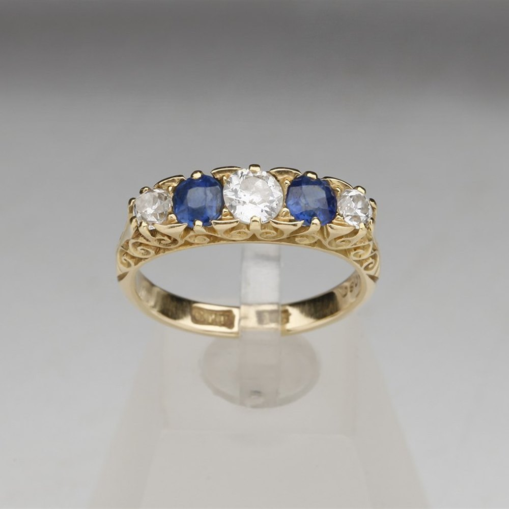 18k Yellow Gold Vinatge 18k Yellow Gold Diamond & Sapphire Ring
