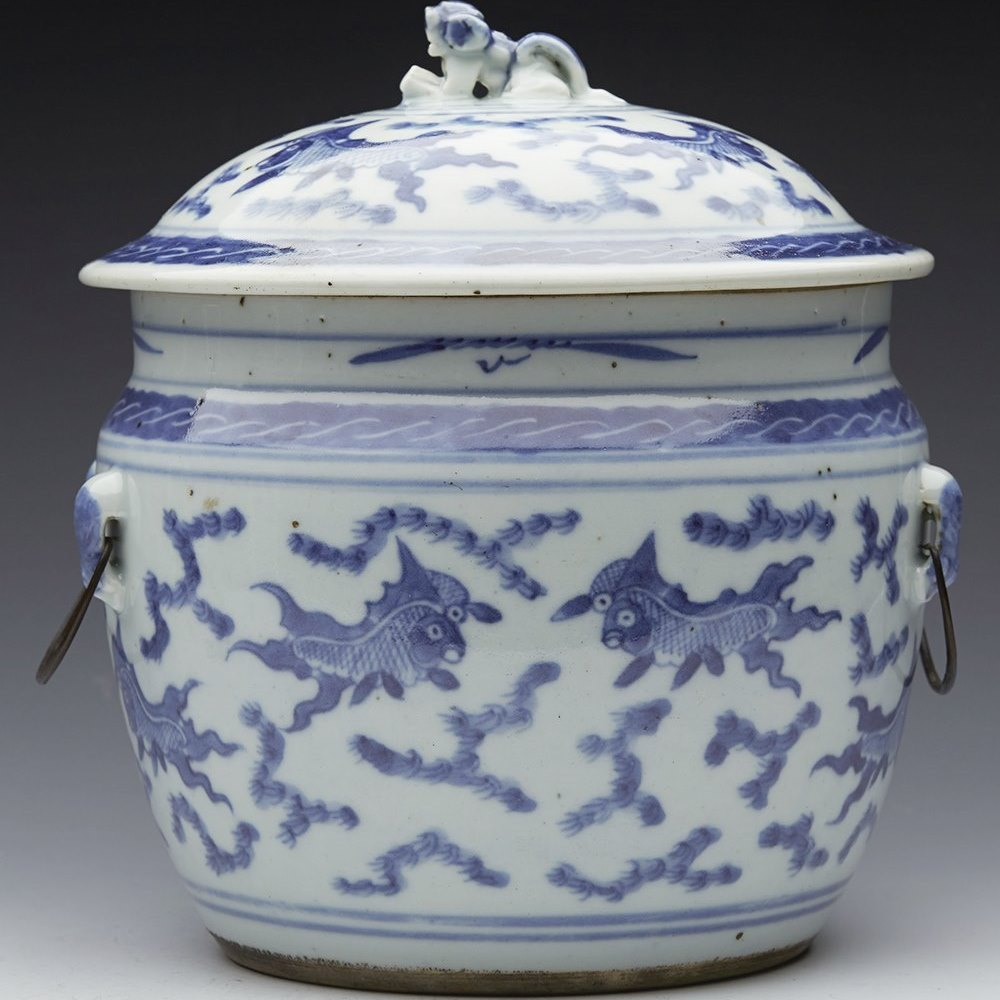 CHINESE TWIN HANDLED JAR Believed to date from the 18th or early 19th century