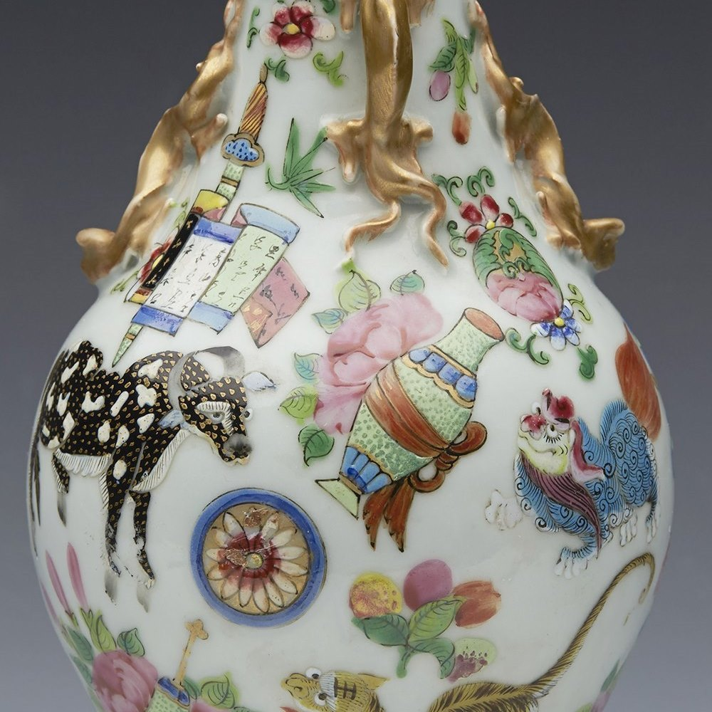 CHINESE VASE WITH ANIMALS 19th Century