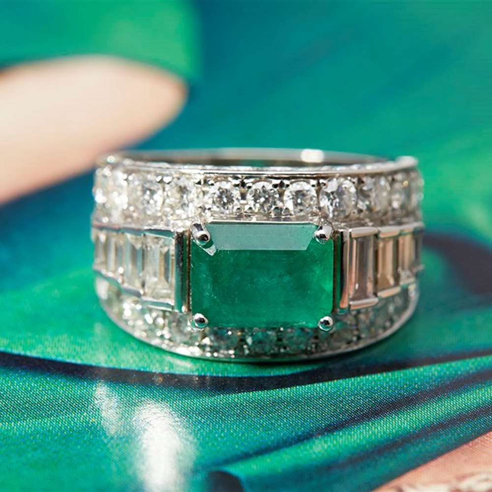 18k White Gold 18k White Gold 1.50ct Colombian Emerald & 3.00ct Diamond Ring