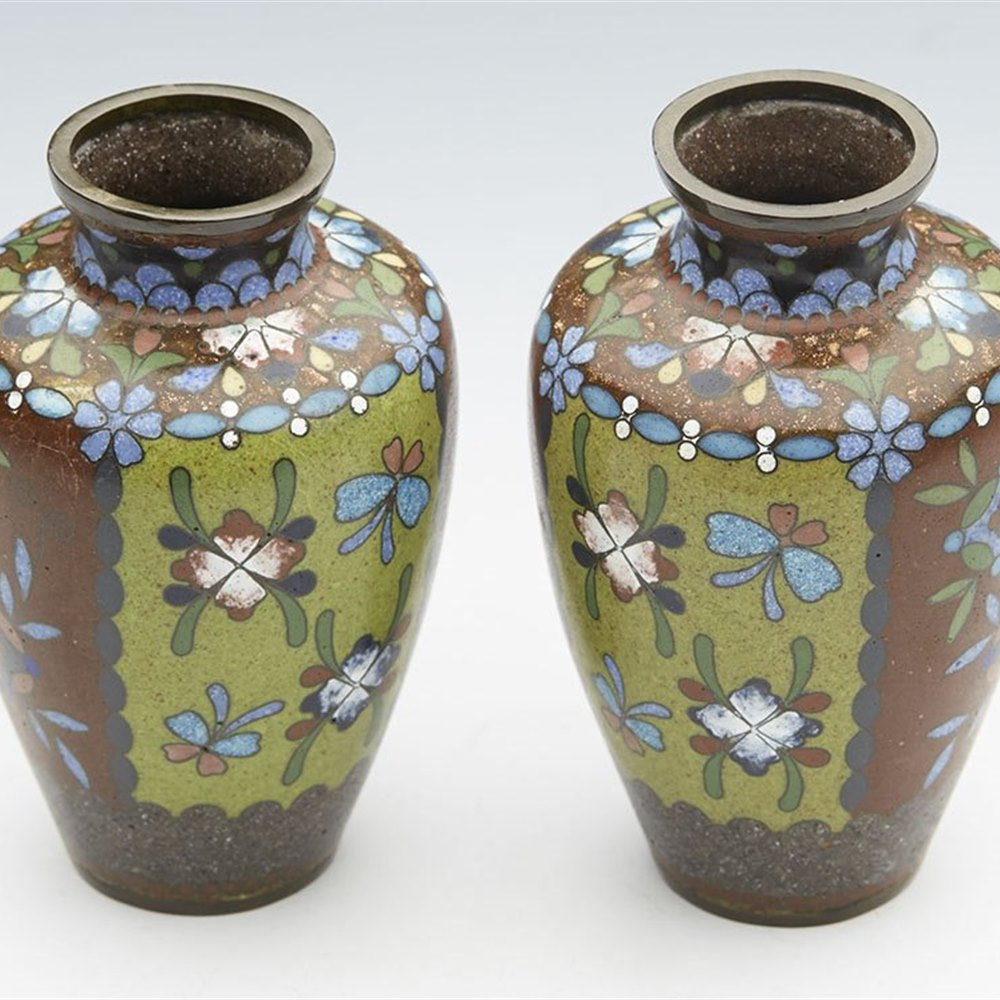 SUPERB PAIR ANTIQUE JAPANESE CLOIONNE FLORAL DESIGN MINIATURE VASES MEIJI 19TH C. Meiji period 19th Century