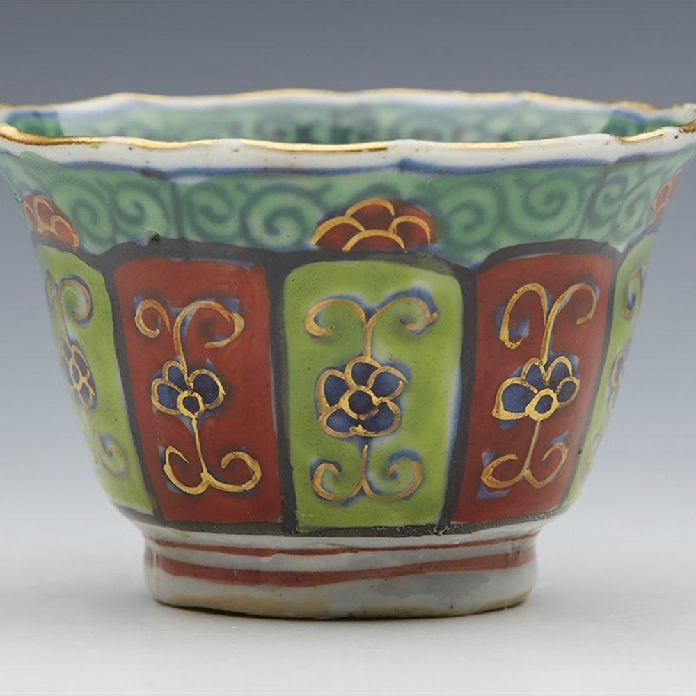 SUPERB ANTIQUE CHINESE KANGXI OVERPAINTED TEABOWL WITH FLORAL DESIGNS 1662-1722 Kangxi 1662 to 1722