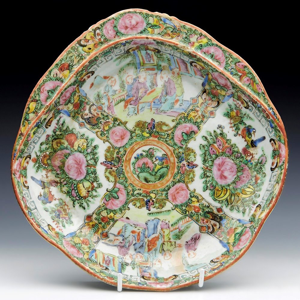ANTIQUE CHINESE QING FAMILLE ROSE PORCELAIN HANDLED SERVING DISH 19TH C. Qing Dynasty 19th century